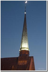 pointé la lune sur le clocher (Copier)